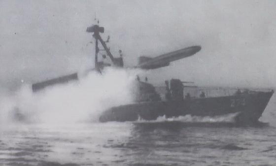 الصفقات العسكرية العربية بالكامل من ( 2004 : 2013 )  Komar-Class-boat-launching-a-missile-wiki