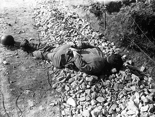 http://www.b-29s-over-korea.com/POWs-In-Korean-War/images/American%20POW%20executed%20in%20Korea.jpg
